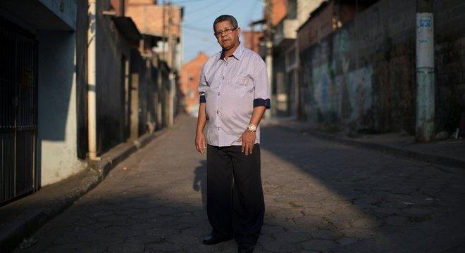 Valmir do Nascimento, cunhado do desaparecido Teodomiro Bernardo dos Santos, que deixou o hospital onde fazia tratamento e nunca mais foi visto Ministérios Públicos do país estão se juntando às buscas