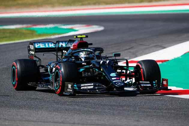 Valtteri Bottas bem que tentou, mas novamente não conseguiu superar a outra Mercedes