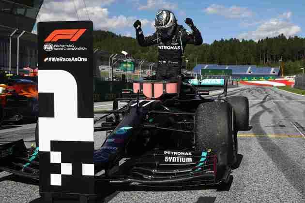 Valtteri Bottas comemora muito por ser o piloto a colocar a Mercedes no topo na Áustria
