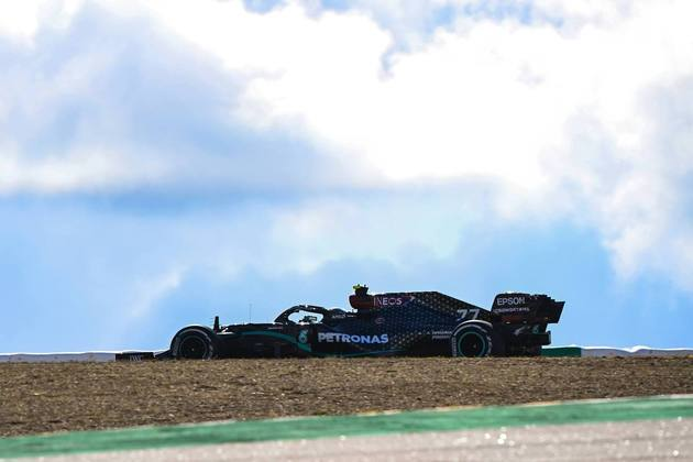 Valtteri Bottas foi o mais rápido nesta sexta-feira em Portugal