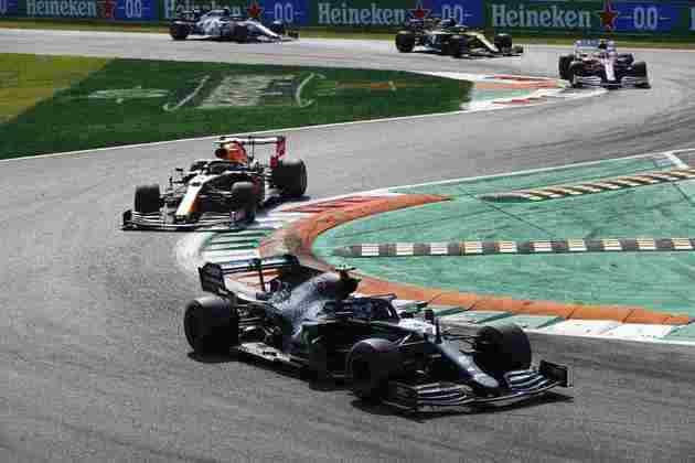 Valtteri Bottas largou mal, não conseguiu se recuperar e foi apenas o quinto