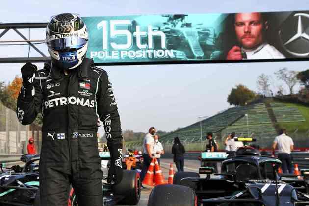 Valtteri Bottas mostrou força nos treinos novamente e larga na pole position