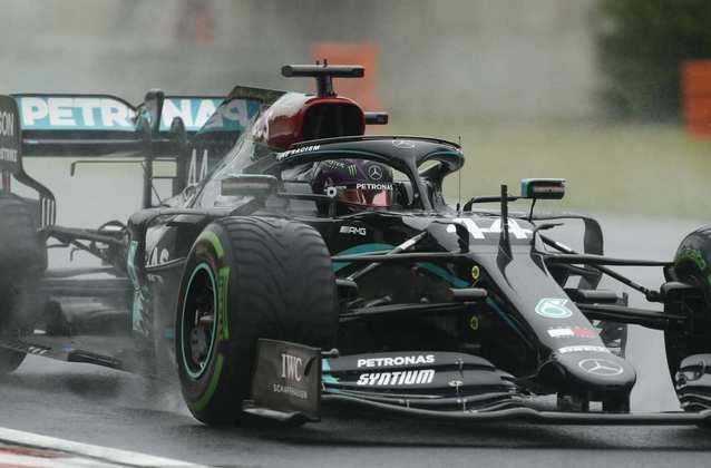 Valtteri Bottas, o segundo mais rápido no chuvoso treino livre