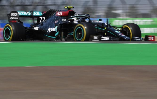 Valtteri Bottas reclamou da estratégia que o fez cair da pole para o terceiro lugar na corrida