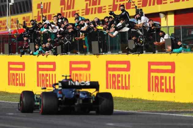 Valtteri Bottas terminou em segundo lugar no GP da Toscana