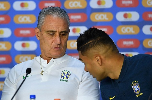 Vamos aos jogadores que não poderiam ser convocados para a Seleção Brasileira.