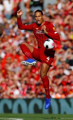 Van Dijk em ação pelo Liverpool