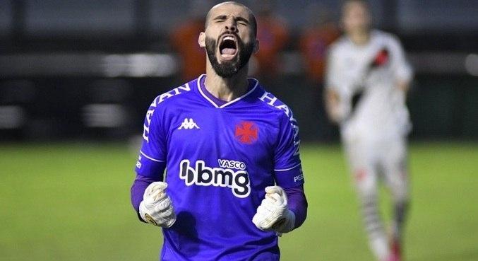 Vanderlei comemora defesa em disputa contra o Botafogo na final da Taça Rio