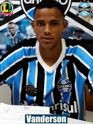 VANDERSON - 5,5: Deu espaço para Wesley arrancar e marcar o primeiro gol do Grêmio. Apareceu no apoio, mas sem sucesso.