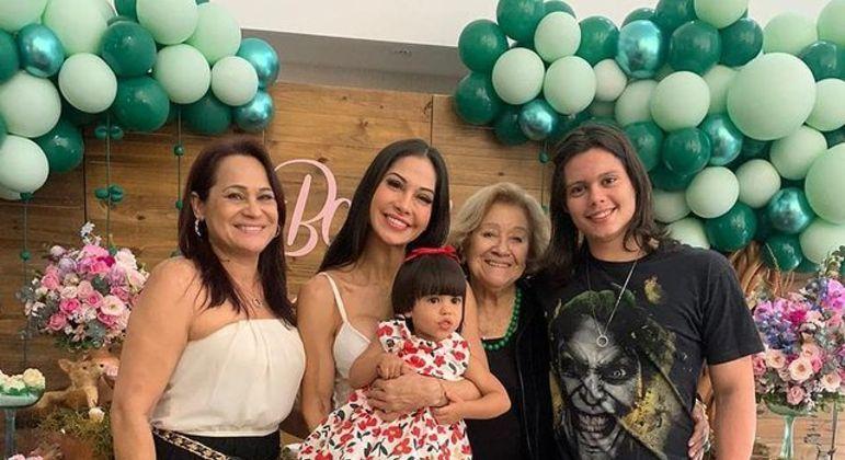 Vandha Ramos,  Mayra Cardi, Sophia, Elian e Lucas