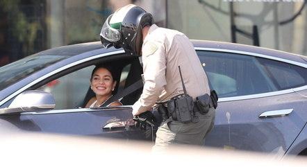 Vanessa Hudgens demonstrou simpatia com policial após ser multada