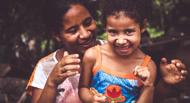 Vanessa e a filha, Márcia, auxiliadas pelo Projeto Nova Canaã, no sertão nordestino