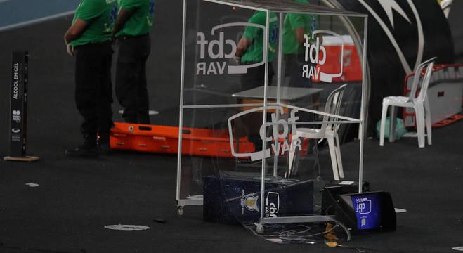 Cabine do VAR foi chutada pelo goleiro Gatito Fernandez, do Botafogo