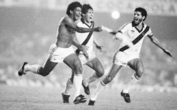 Vasco 1 x 0 Flamengo - 22/6/1988 - Três dias depois, Cocada se tornaria improvável herói. Foi do pé esquerdo do então lateral-direito o golaço que rende histórias até hoje.