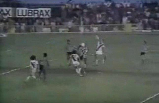 Vasco 2 x 1 Botafogo - 9/5/1976 - Foi naquela partida, pelo Campeonato Carioca, que Roberto Dinamite marcou o