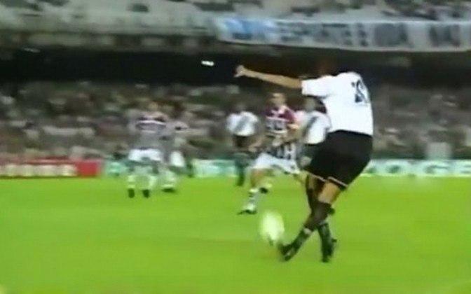 Vasco 2 x 1 Fluminense - 23/3/2003 - Marcelinho Carioca disse que quem estava no Maracanã, naquele dia, deveria ir embora depois do histórico cruzamento de letra de Léo Lima. Foi o jogo do título estadual daquele ano.