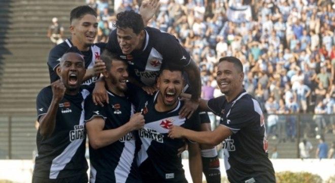 af2270b519 Equipe carioca arrancou vitória suada em São Januário