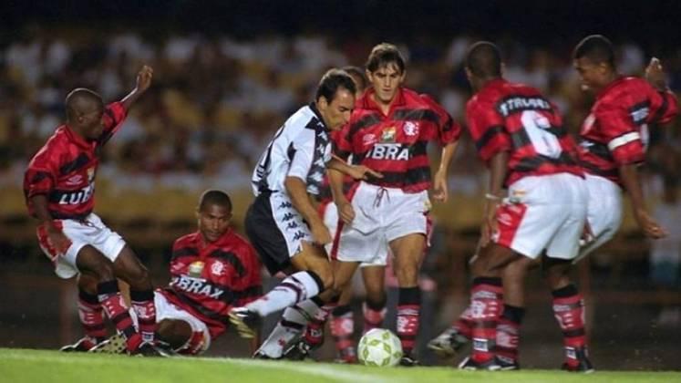 Vasco 4 x 1 Flamengo - 3/12/1997 - A partida que simboliza o show de Edmundo naquele ano. Não é pouca gente que entende ter sido temporada de melhor do mundo. E que terminou com o título do Brasileirão confirmado para o Vasco.