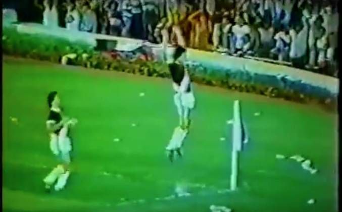 Vasco 5 x 2 Corinthians - 4/5/1980 - Aquele jogo marcava o retorno de Roberto Dinamite ao Vasco, após breve passagem pelo Barcelona. Naquele dia de festa, o atacante retribuiu com cinco gols.