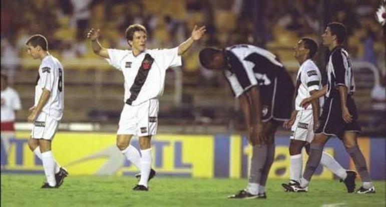 Vasco 7 x 0 Botafogo - 29/4/2001 - A surra que o Vasco deu no Botafogo naquele dia foi o reflexo da distância entre as equipes naquele momento. O Glorioso ensaiava o primeiro rebaixamento, que seria consumado no ano seguinte. O Cruz-Maltino vivia os últimos tempos de uma geração multicampeã.