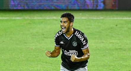 Tiago Reis, com três gols na partida, foi o nome da noite