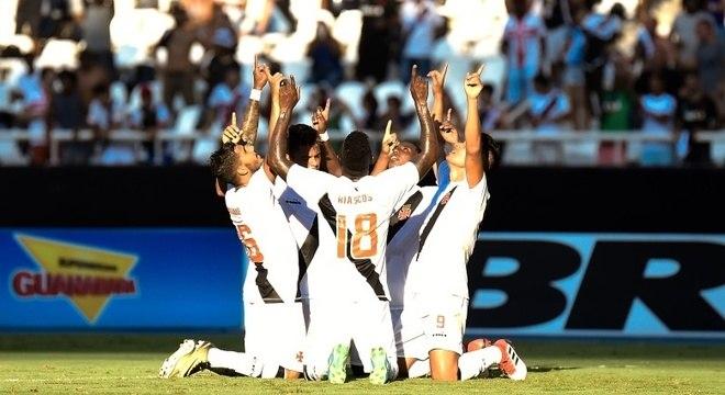 fe1ee85dbd5f0 Vasco vence Botafogo e se garante na semifinal da Taça Rio ...