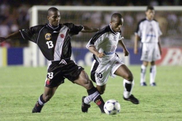 Vasco e Corinthians empataram por 0 a 0, no Maracanã, pela final do Mundial de Clubes de 2000. O Timão foi campeão nos pênaltis.