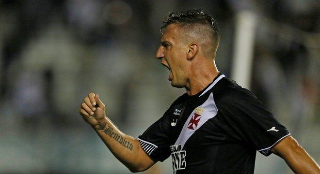 Maxi López foi o destaque da vitória do Vasco sobre a Chape