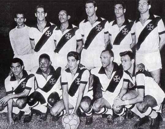 Vasco-Santos 6 x 1 Belenenses 19/6/1957 - Aquela foi a primeira de três partidas que o Rei do Futebol jogou com a camisa do clube que torce. Na ocasião, um combinado do Vasco com o Peixe disputava um torneio amistoso.