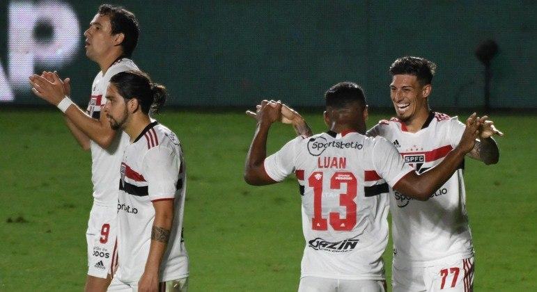 Rigoni abriu o placar para o São Paulo em São Januário; Tricolor venceu por 2 a 1