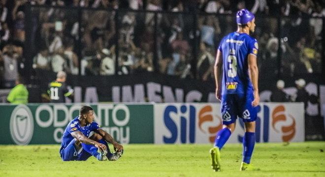 Jogadores do Cruzeiro lamentam derrota desta segunda-feira em São Januário