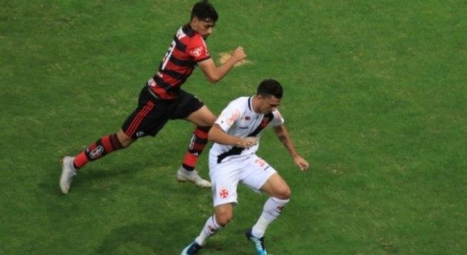 91e782ae83 Vasco x Flamengo. Vasco x Flamengo Lance. Vasco x Flamengo. Vasco x  Flamengo Lance. Assim como 2015  vitória no clássico pode impulsionar ...