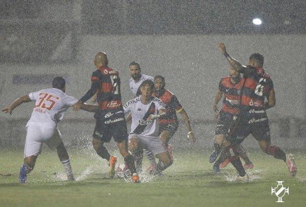 Vasco x Vitória (a definir) - No primeiro turno, os times se enfrentaram no Barradão e os cariocas venceram por 1 a 0 debaixo de uma forte chuva em Salvador.