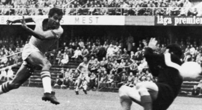 Vavá fez dois gols na final de 58 e mais um na de 62