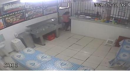 Imagens de câmeras de seguranças mostram o momento da explosão; restaurante ficou destruído