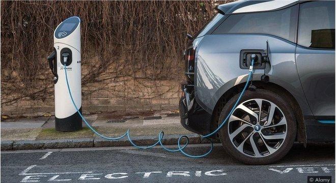 Demanda por baterias de maior duração, capazes de armazenar mais carga, provavelmente aumentará à medida que mais veículos tradicionais sejam substituídos por elétricos