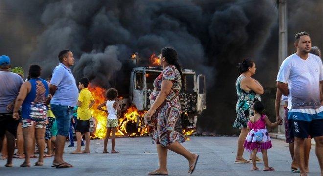 Caminhões também foram alvo de ataques incendiários na capital cearense