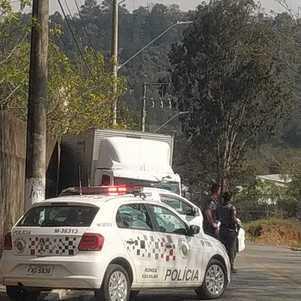 Veículo utilizado pelos suspeitos era roubado