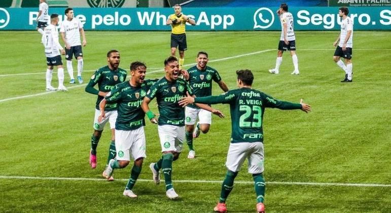 Raphael Veiga e Gabriel Menino fizeram os gols do Palmeiras sobre o Grêmio