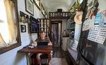 A ideia de uma vida mais minimalista surgiu através de um documentário que ele assistiu, e a mudança de casa foi o acontecimento necessário para ele colocar em prática o novo estilo de vida