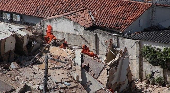 Edifício Andréa desabou nesta terça-feira (15) em Fortaleza
