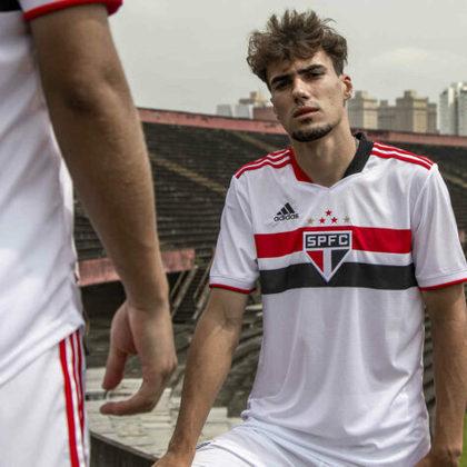 Veja fotos da nova camisa titular do São Paulo