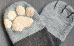 Ou até mesmo investir em meias super fofas que se parecem com patinhas de gatoVeja também:Homem transforma espaço na parede em quarto para gato