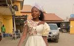 Esta noiva misturou estampas e fugiu um pouco do tradicional quando se espera de um vestido para se casar.