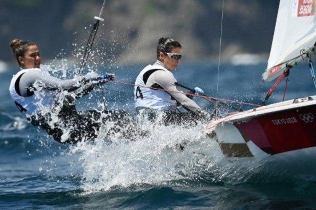 VELA (470 FEMININO) - Fernanda Oliveira e Ana Barbachan venceram a 10ª regata e ficaram em quinto lugar na classificação geral, faltando apenas a medal race, que acontece na quarta-feira