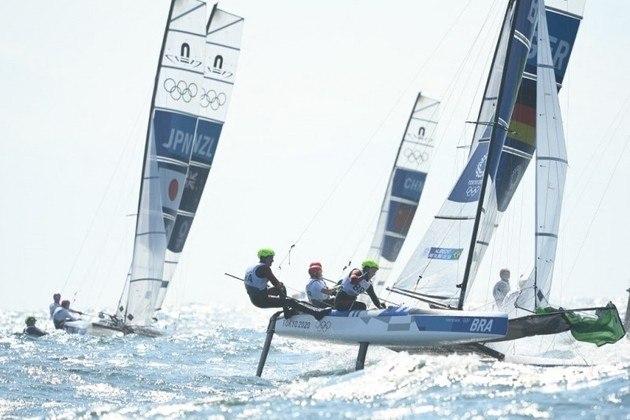 VELA (Nacra 17) - A dupla Samuel Albrecht e Gabriela Nicolino também competiu na medal race na madrugada desta terça-feira, mas ficou em 10º e último lugar da prova