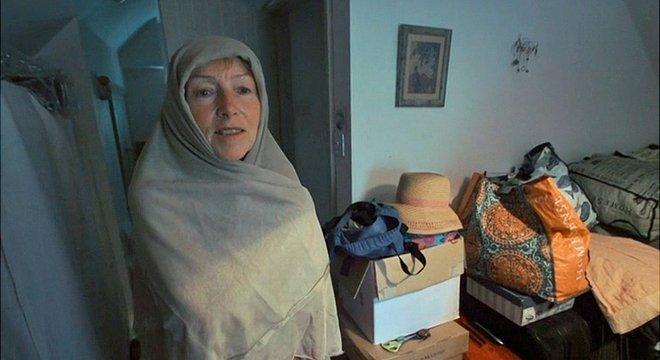 Por causa das roupas, ela acaba sendo confundida com uma muçulmana, diz