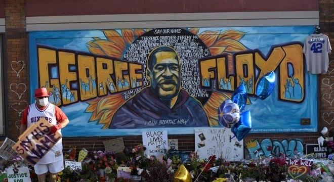 George Floyd foi sufocado até a morte por 4 policiais em Minneapolis