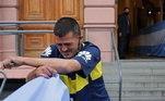 Torcedor chora após se despedir de Maradona