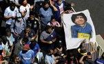 Ruas na região central de Buenos Aires estão lotadas de torcedores e fãs que pretendem se despedir de Maradona